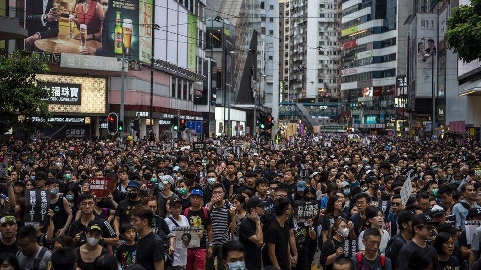 抗議群眾擠滿香港銅鑼灣街頭(18/8/2019)