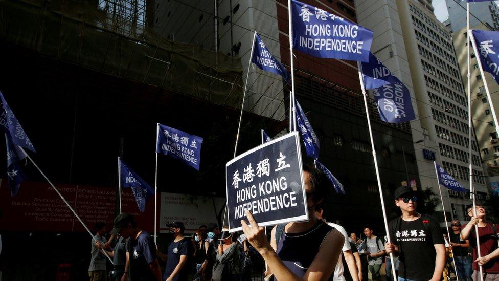 """香港示威現場過去經常可以看見""""香港獨立""""旗幟,但在《國家安全法》實施後已不常見。"""