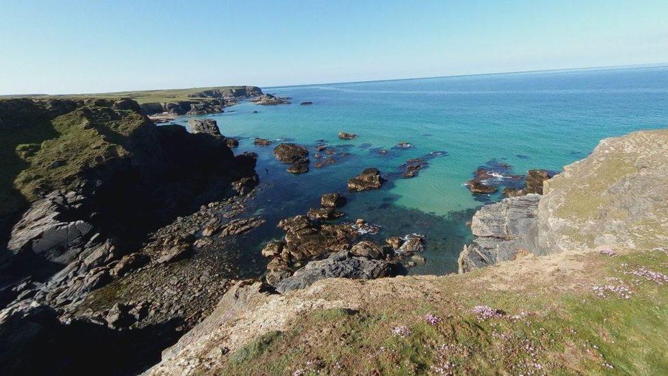 Man dies in Porthcothan cliffs fall