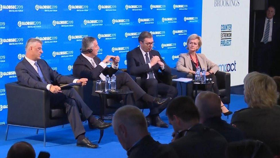 Sleva na desno: Hašim Tači, Milo Đukanović i Aleksandar Vučić