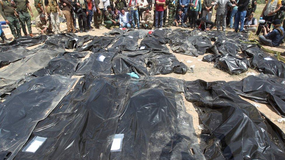جثث يشتبه في أنها لضحايا تنظيم الدولة الإسلامية في العراق