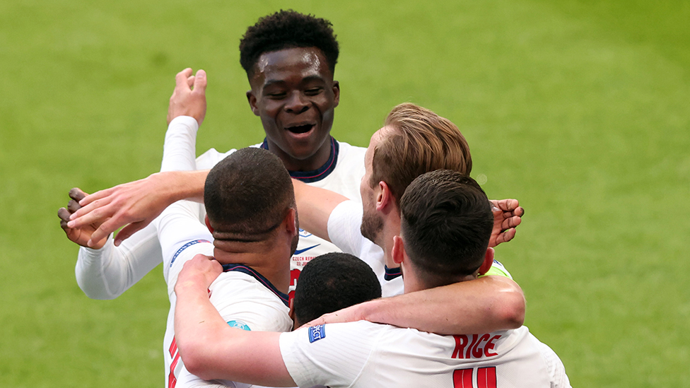 Bukayo Saka celebrates with England players in the match against Czech Republic