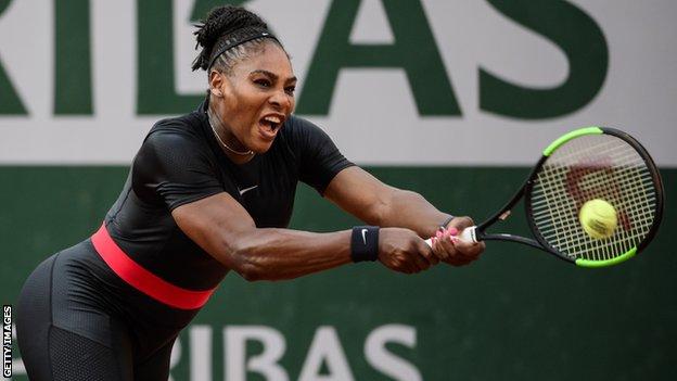 سيرينا ويليامز تلعب التنس وهي ترتدي زي القطط الأسود التي لن يُسمح بارتدائها بعد الآن