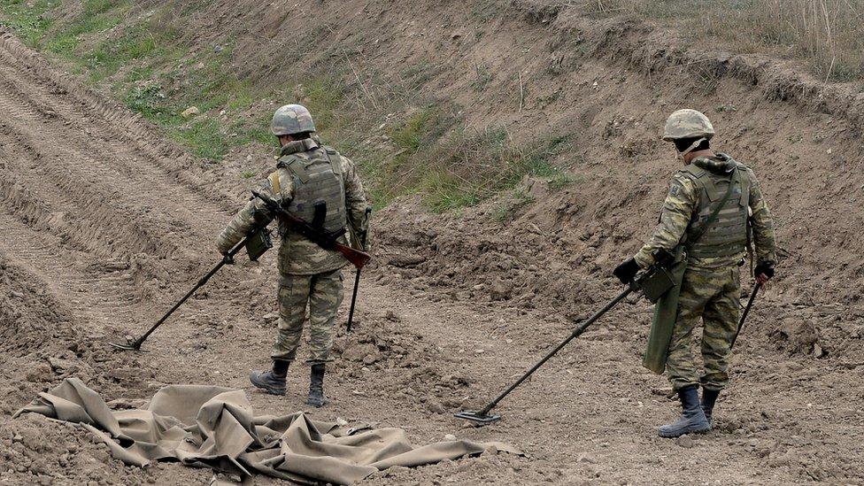 Конфликт в Карабахе: Азербайджан и Армения разменяли пленных на карты минных полей