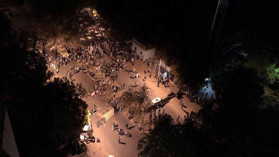 موجات الاحتجاج بدأت في ديسمبر/كانون الأول