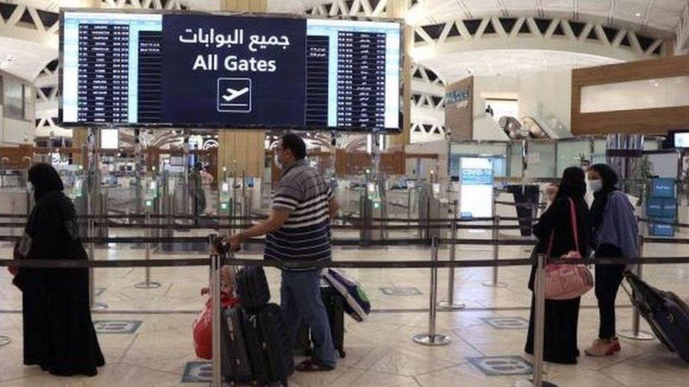 أحد المطارات