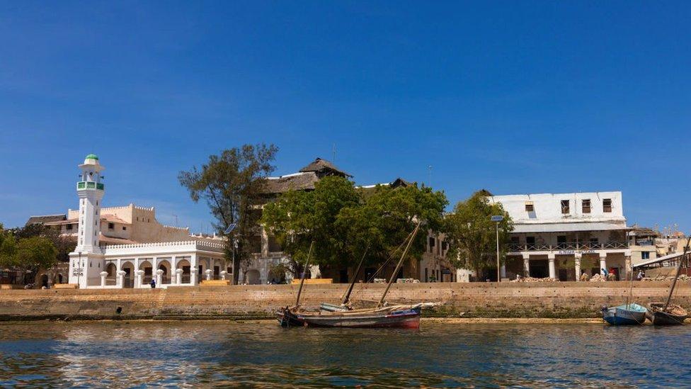 مدينة لامو من البحر.