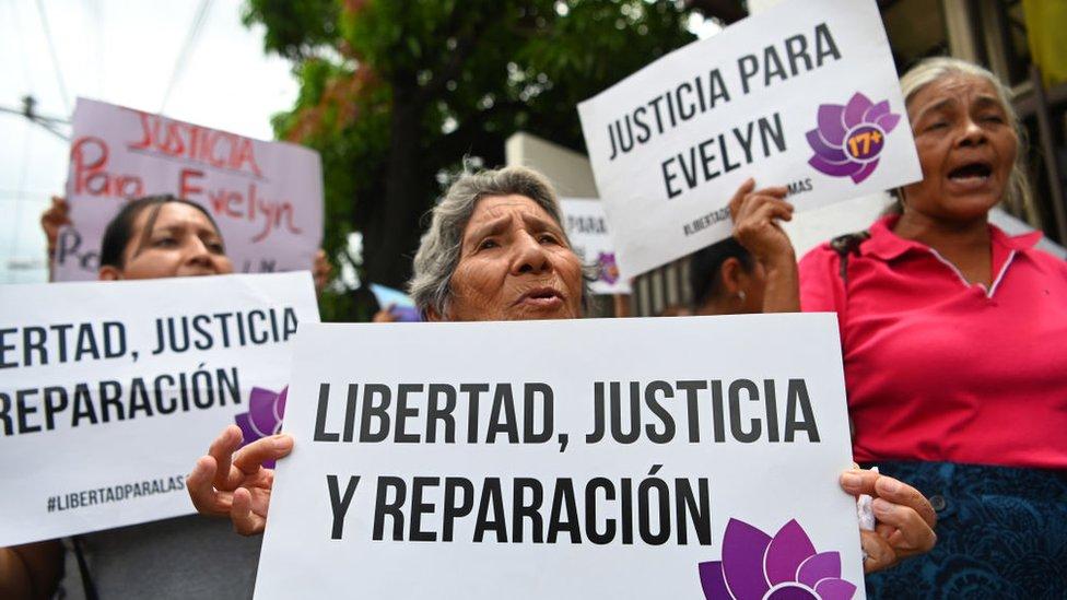 Marcha a favor de la puesta en libertad de Evelyn Hernández.