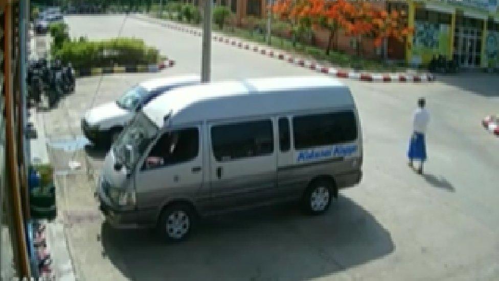 Rekaman CCTV yang diperolah BBC News Burmese memperlihatkan tersangka berada di luar prasekolah.