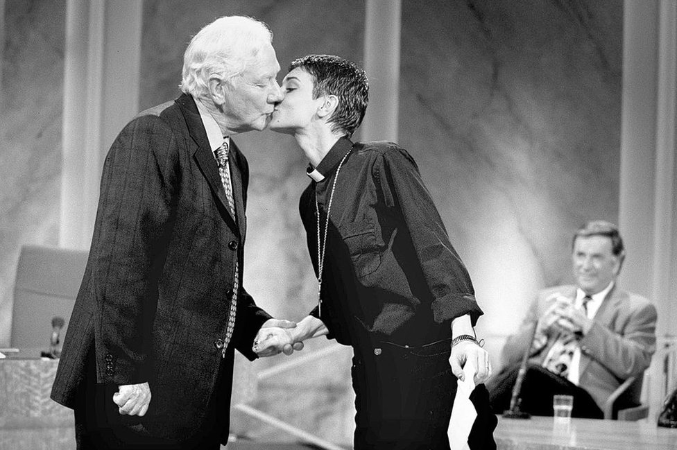 Gay Byrne and Sinead O'Connor kiss on the Late Late Show