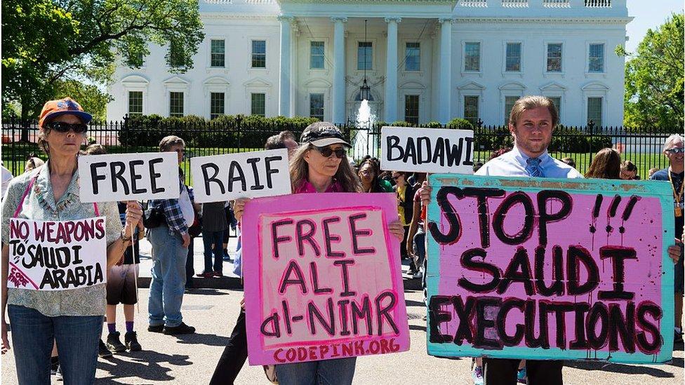 Protesta en Washington en contra de las violaciones de los derechos humanos en Arabia Saudita.