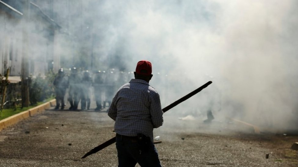 Farmers clash with members of the Mexican National Guard