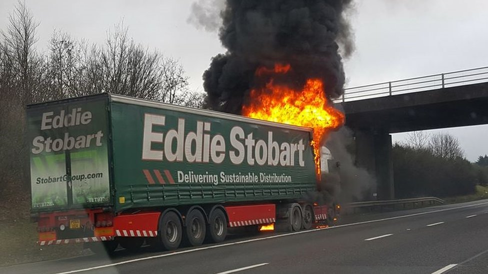 Lorry fire on M40