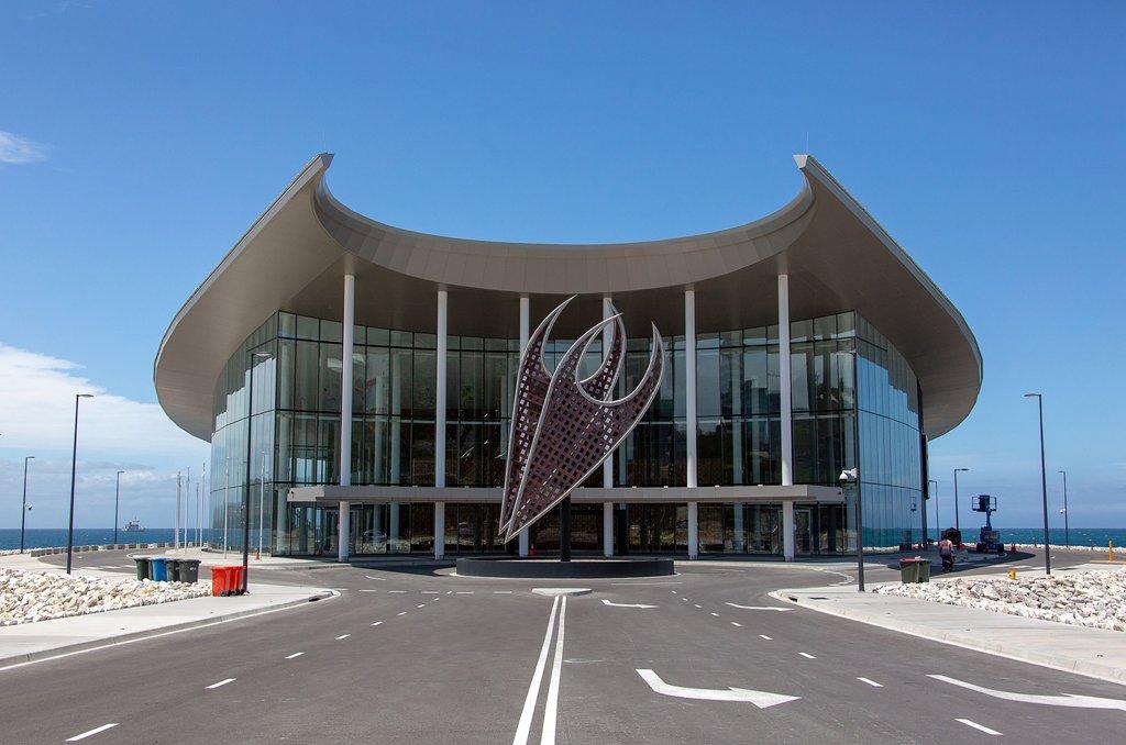巴布亞新幾內亞主辦APEC峰會會場之一的國際會展中心,是由中國援建。澳大利亞已向巴布亞新幾內亞派遣特種部隊,作為11月在莫爾茲比港舉行的APEC首腦會議的大規模安全行動的一部分。