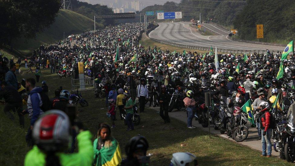 Evento causou aglomeração na estrada e em São Paulo