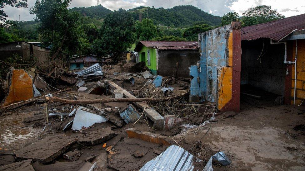 Casas destruidas.