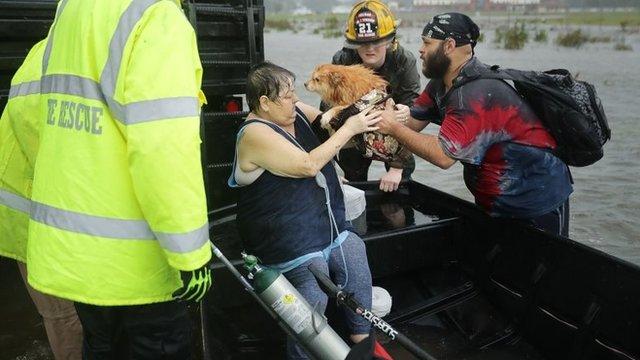 Algunos afectados se negaban a ser evacuados porque no todos los refugios aceptan mascotas.