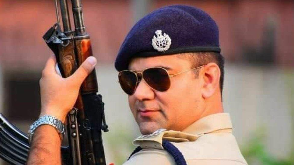 रामपुर के एसपी अजयपाल शर्मा ने कथित बलात्कारी को गोली मारी?