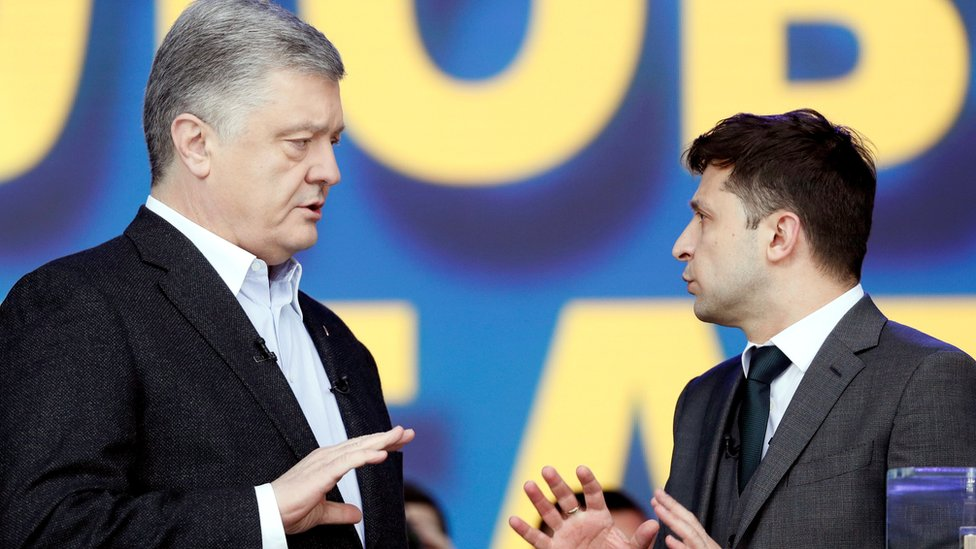 Rival candidates: Petro Poroshenko (L) and Volodymyr Zelensky