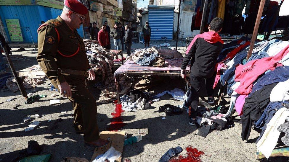 وقع التفجيران الانتحاريان في سوق للملابس المستعملة