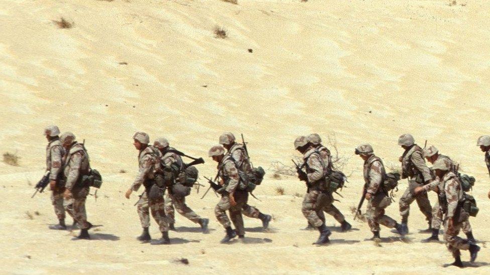 القوات الأمريكية في مطار الظهران في السعودية