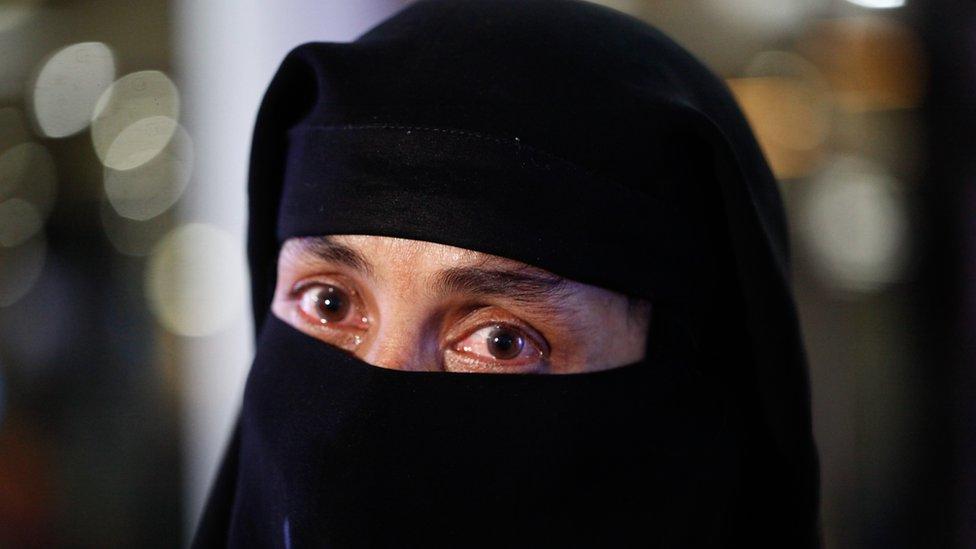 سيدة بنغالية كانت تعمل في السعودية عادت إلى بلدها هربا مما قالت إنها تعرضت له من تعذيب في المملكة