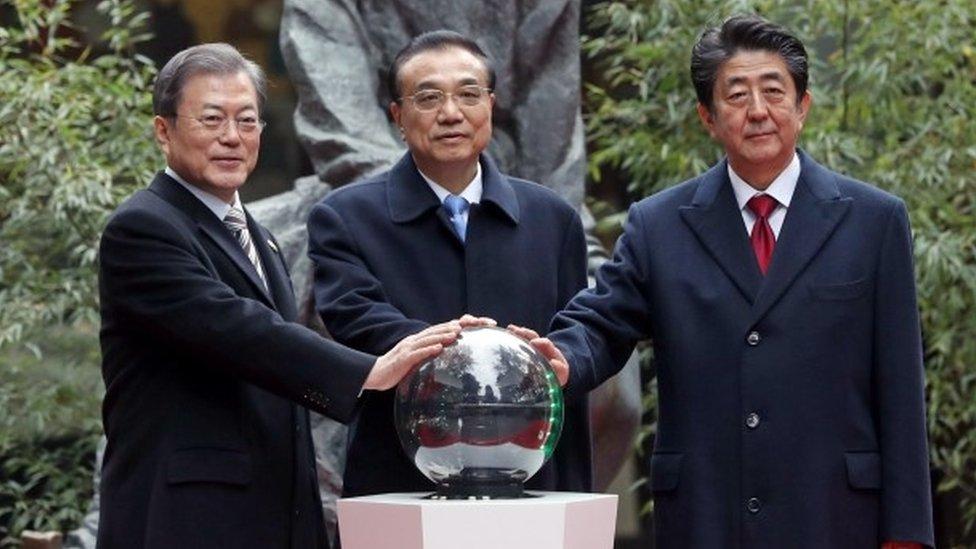 三國領導人合影