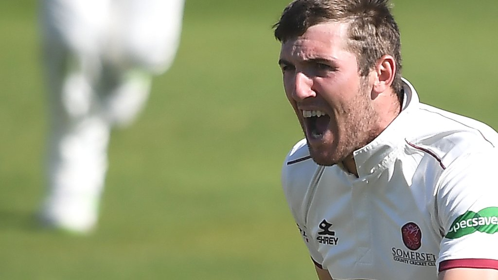 County Championship: Somerset on course to beat Warwickshire at Taunton