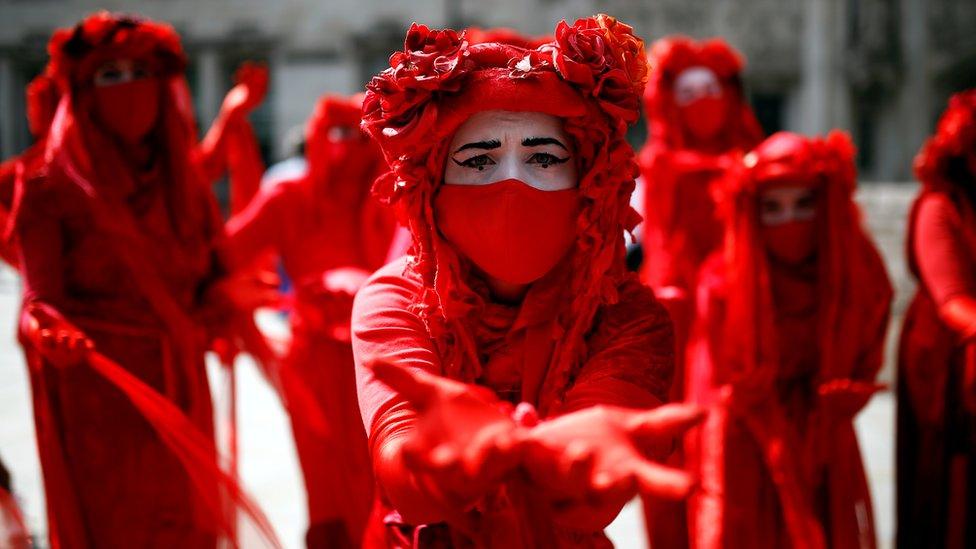 Extinction Rebellion geçen yıl Eylül'de çevre ve iklimin korunması için İngiltere Parlamentosu önünde protesto gösterisi düzenlemişti.