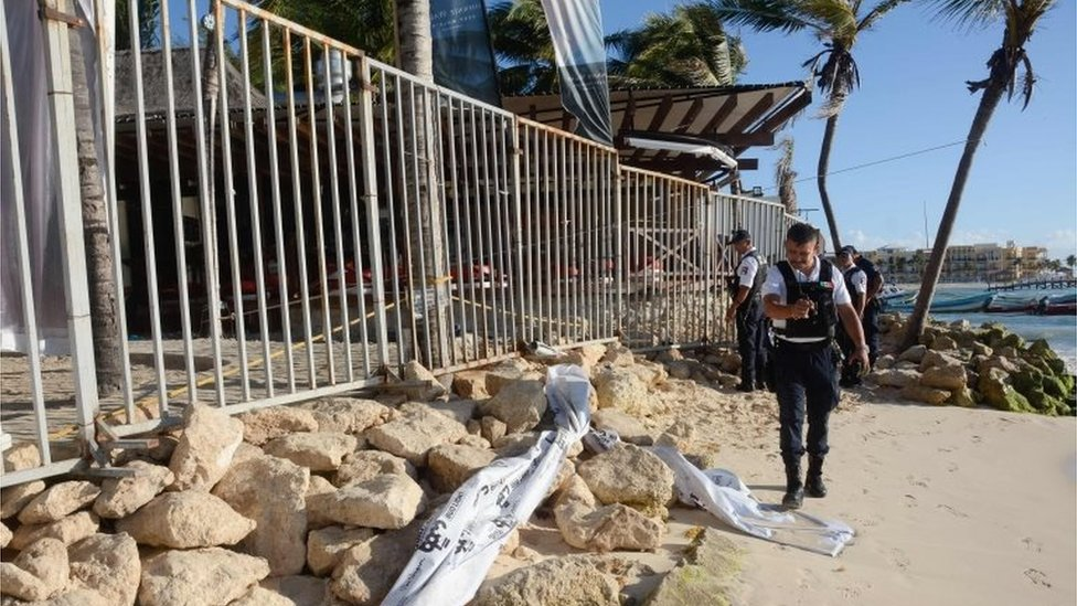 Mexican police agents, investigate at a nightclub near the beach in Playa del Carmen, Quintana Ro state, Mexico where a number of people were killed during a music festival on January 16, 2017.