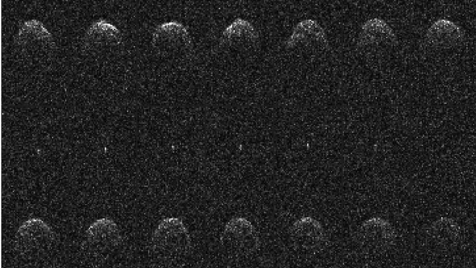 Quatorze imagens sequenciais de radar Arecibo do asteróide próximo à Terra (65803) Didymos e sua lua, tiradas em 23, 24 e 26 de novembro de 2003