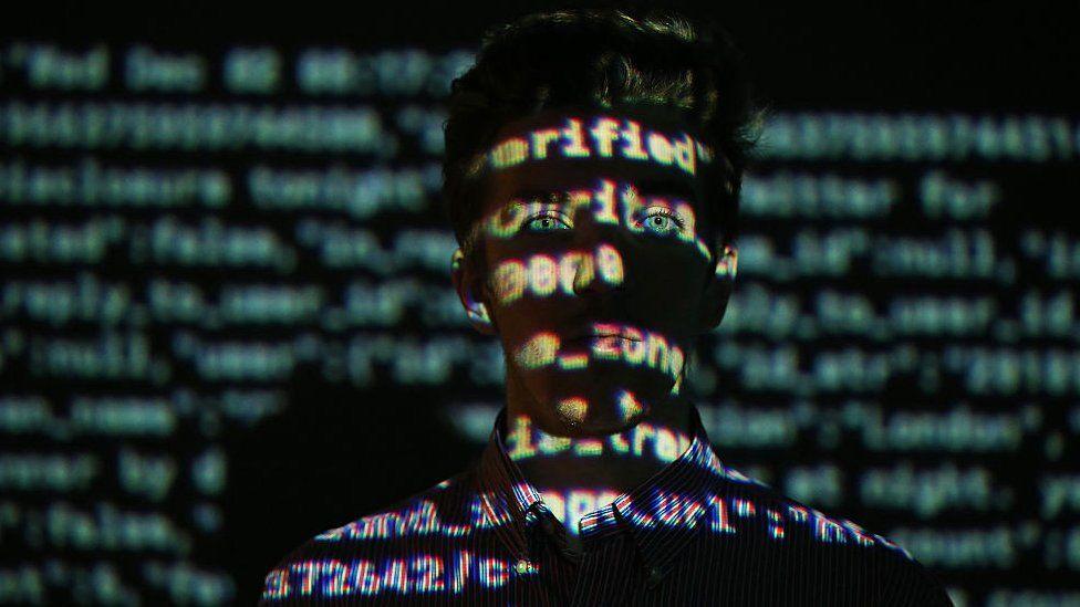 Algoritmo proyectado sobre un rostro.