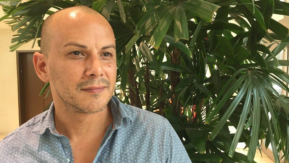 """Alejandro Acosta habla abiertamente sobre su vida con VIH: """"Yo quiero ser un ejemplo ahora: hay luz al final del camino y yo soy uno de los focos"""", dice a BBC Mundo."""