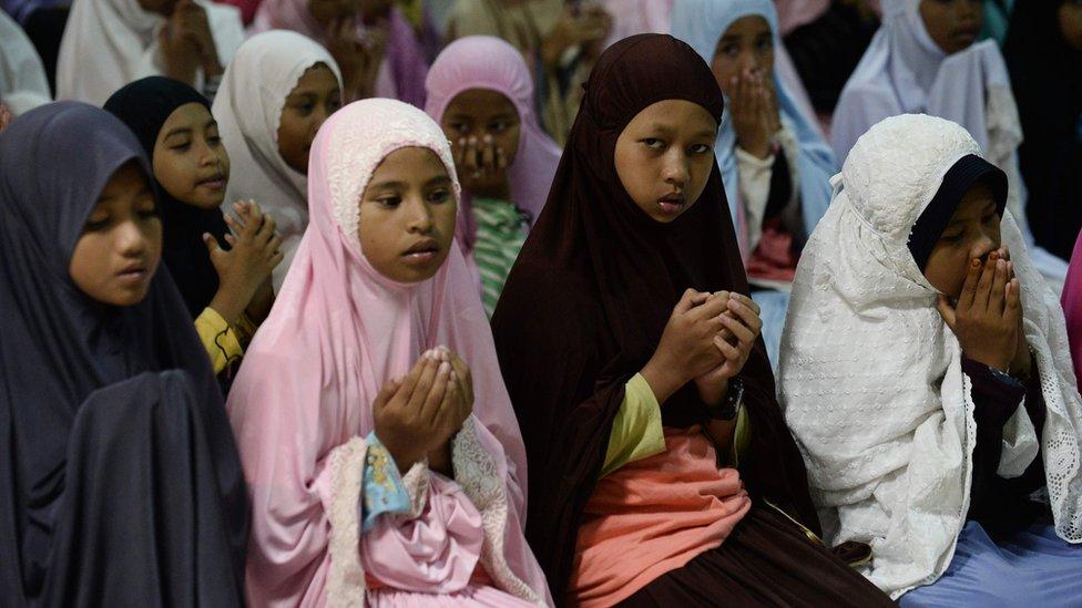 Anak-anak di Narathiwat, Thailand Selatan dalam acara doa bersama.