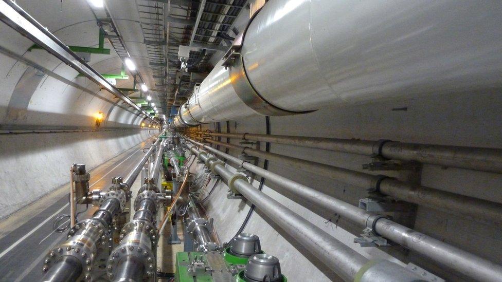 Gran Colisionador de Hadrones (LHC, por sus siglas en inglés)