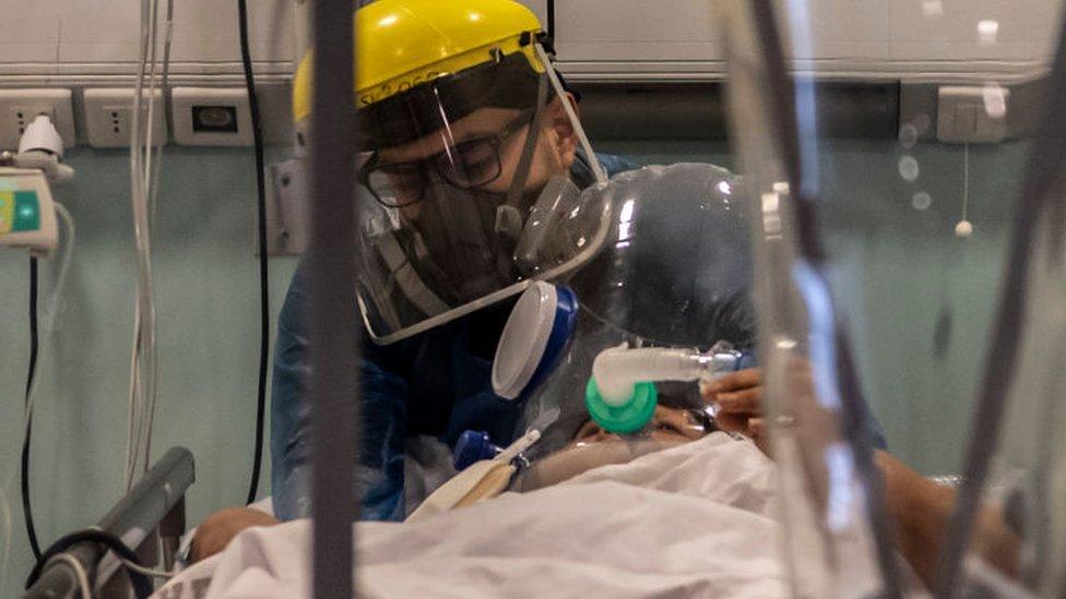 paciente entubado