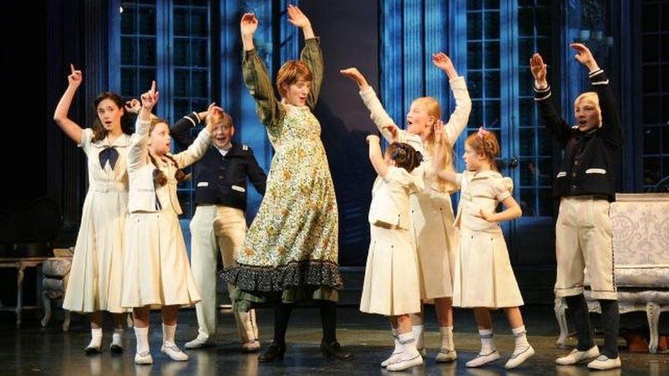 Connie yn 'The Sound of Music', nid ym mharti BAFTA!