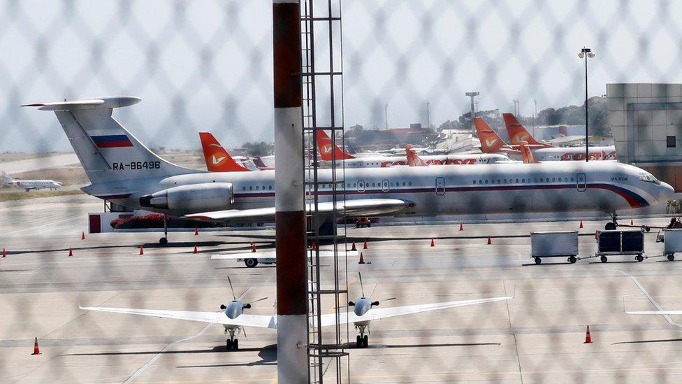 Avion sa ruskom zastavom na Međunarodnom aerodromu Simon Bolivar u Karakasu