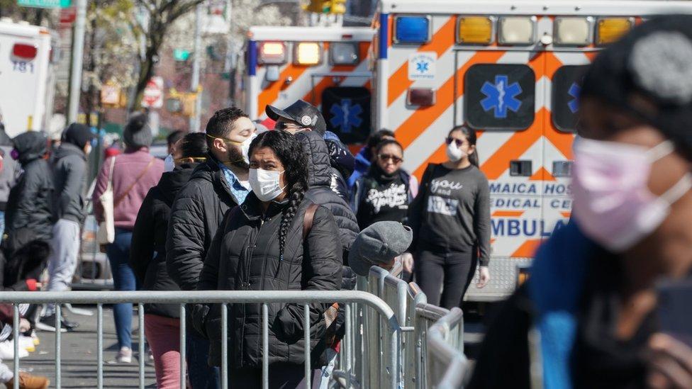 أمريكيون أمام المستشفيات