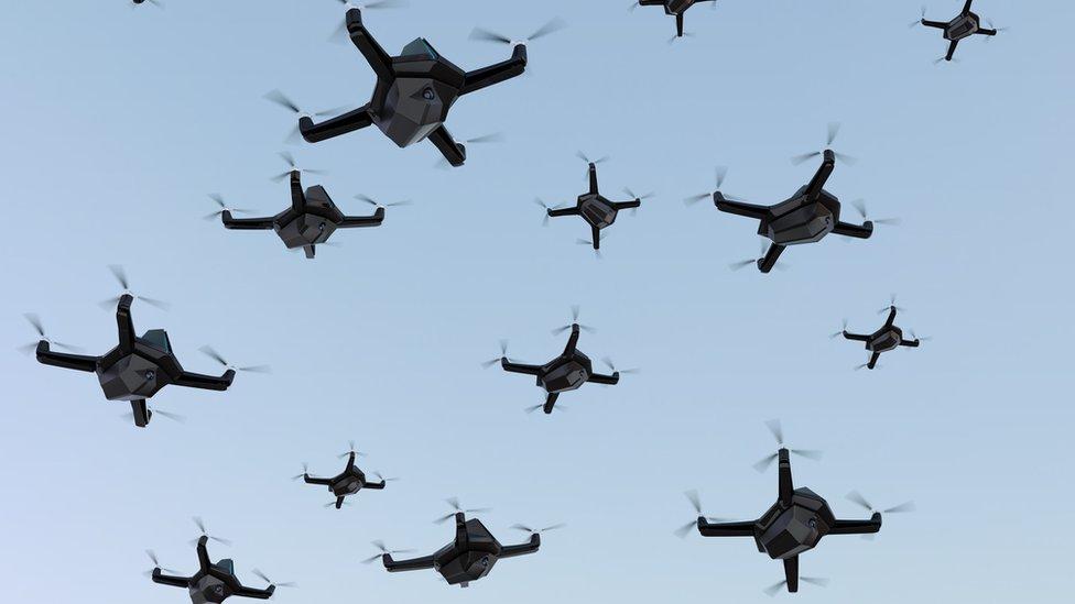 Cómo los enjambres de drones cambiarán la estrategia de las guerras del futuro