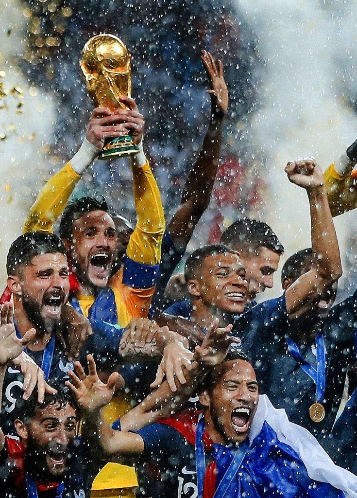 Hugo Lloris levantó el trofeo de campeón mundial, el segundo que conquista Francia en su historia.
