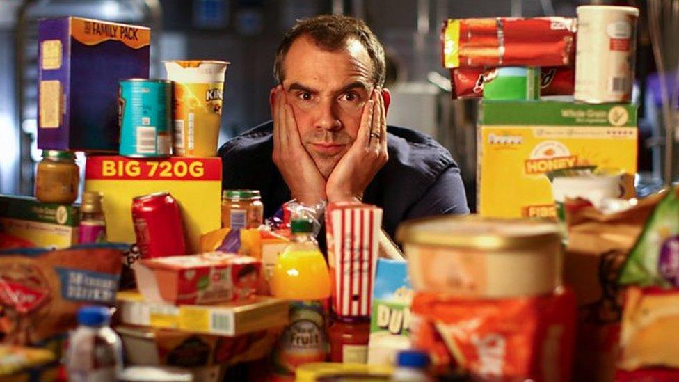 "Doktor Kris Van Tuleken sedi iza mnoštva ""ultra-prerađene hrane"