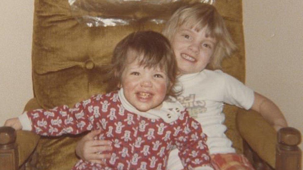 Melissa Ohden y her sister