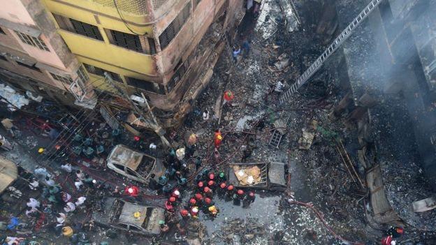 Tempat kebakaran di permukiman kuno yang sesak di Dhaka.