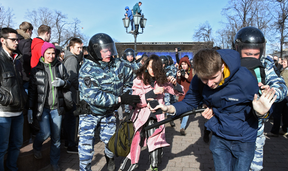 Arrests at anti-corruption rally in Moscow, 26 Mar 17