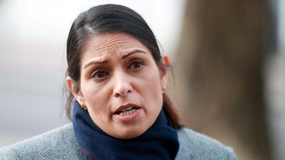 英國內政大臣帕特爾表示,端對端加密不利於打擊兒童性虐待非法行為。