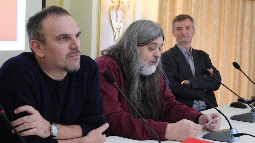 Dobitnik nagrade Saša Ilić i članovi žirija Teofil Pančić i Ivan Milenković