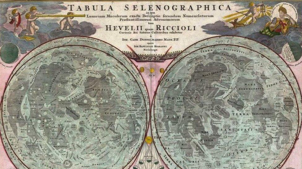 Reproducción de una antigua cartografía lunar: 1707, Mapa de la Luna de Homann y Doppelmayr, basado en Riccioli
