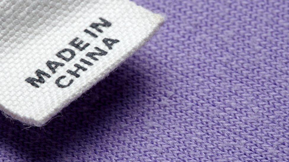 """Etiqueta que dice """"hecho en China""""."""