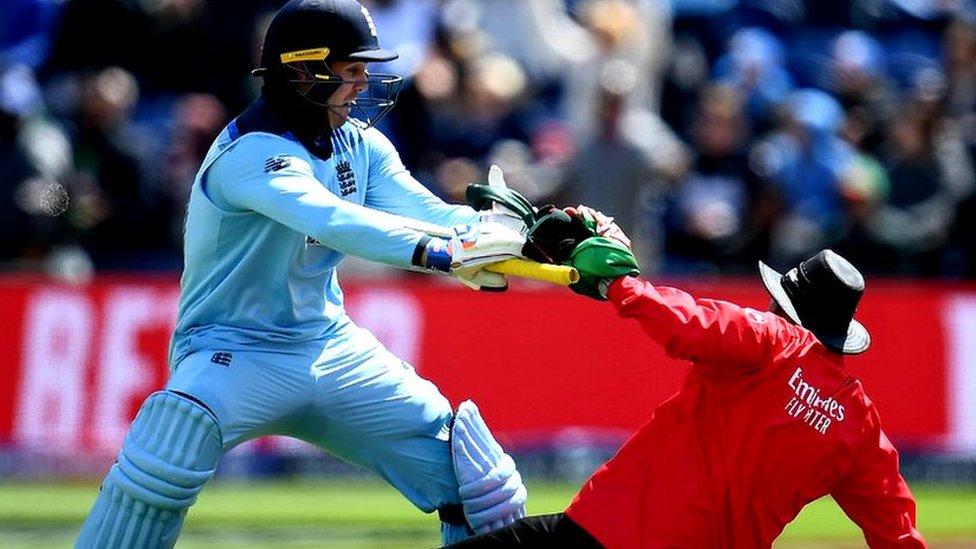 वर्ल्ड कप 2019: जेसन रॉय ने पहले गेंदबाज़ों और फिर अंपायर को किया चित